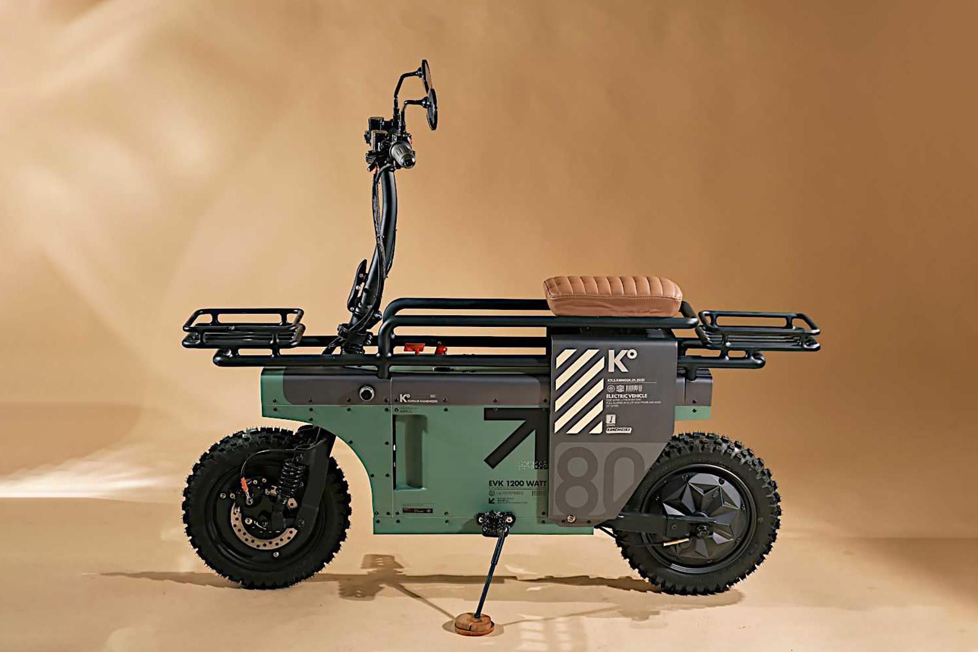 Ce scooter au look militaire déclare la guerre au manque d'espace