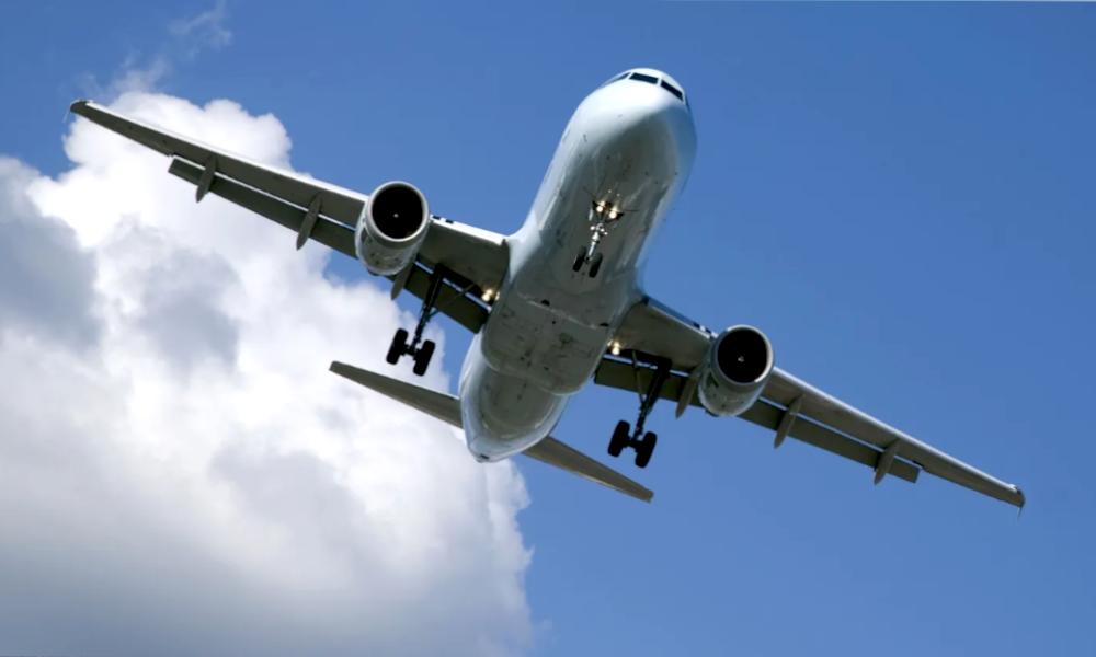 """Ecologie : les chercheurs inventent l'avion qui """"avale"""" sa pollution"""