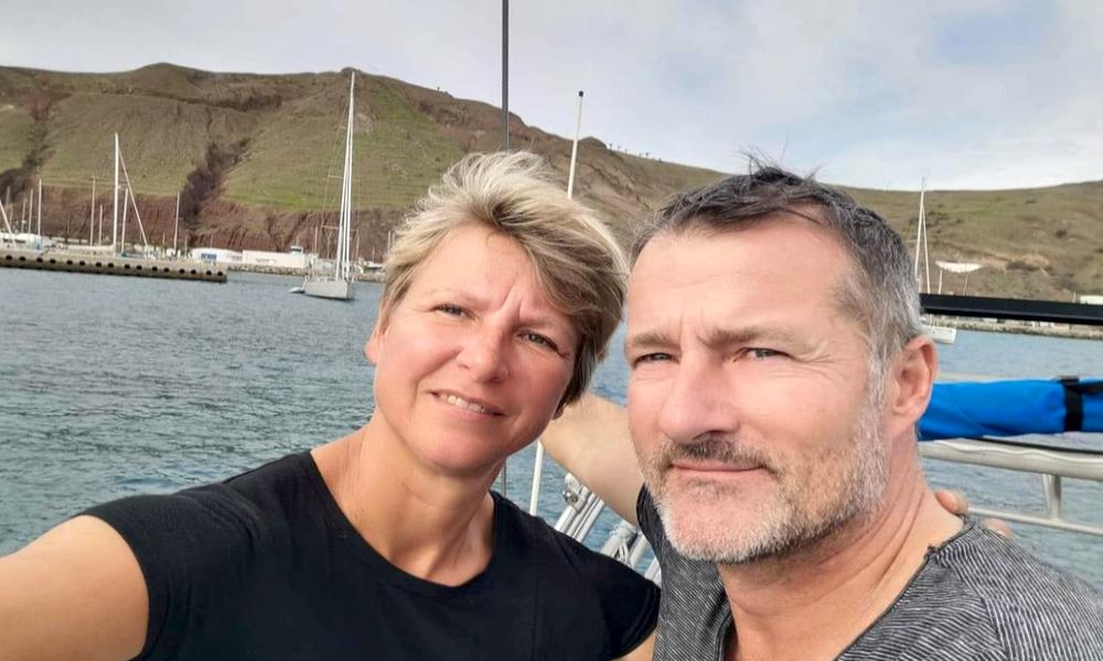 Ce couple a échangé son confinement contre un tour du monde à la voile