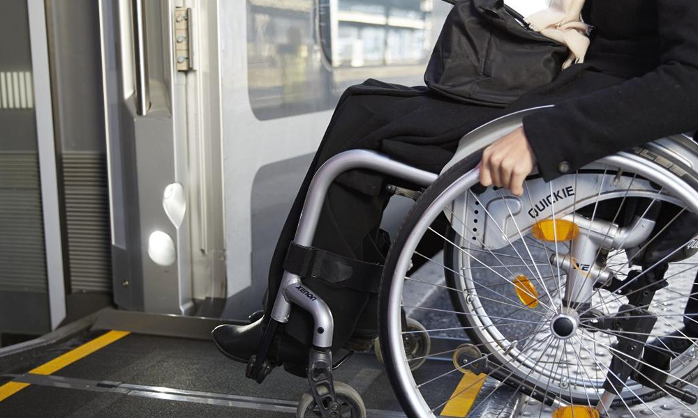 Les transports publics sont-ils adaptés aux personnes handicapées ? Un expert nous répond