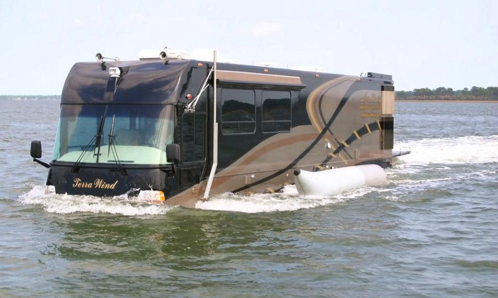 Pour 1 million d'euros, offrez-vous ce camping-car qui roule DANS l'eau