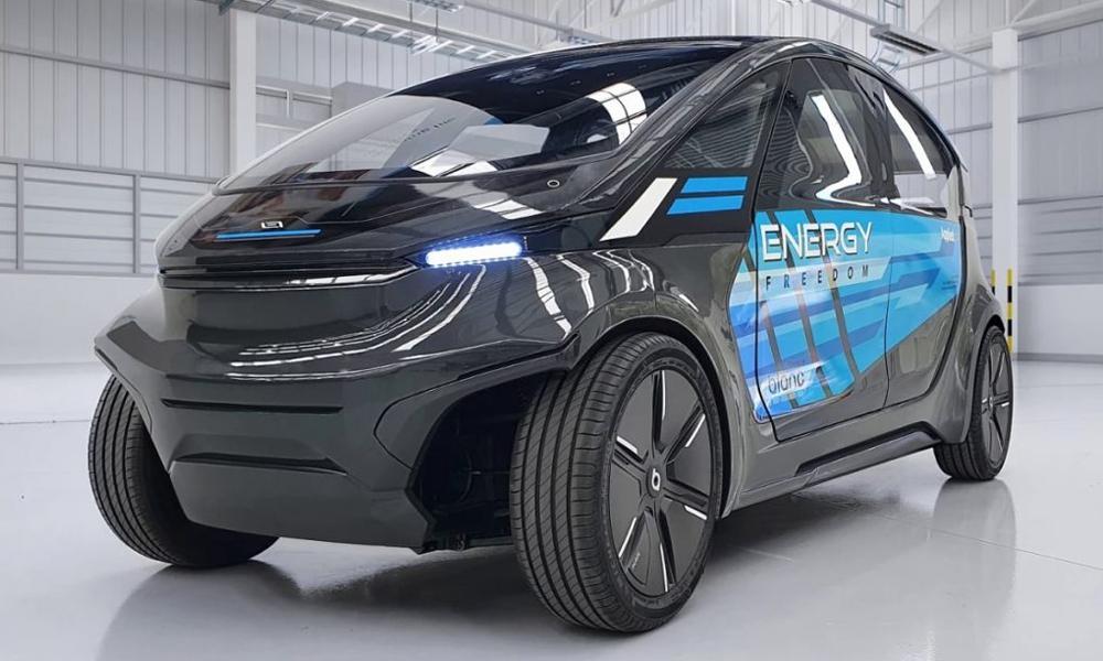 Cette voiture électrique solaire consomme autant d'énergie qu'un piéton