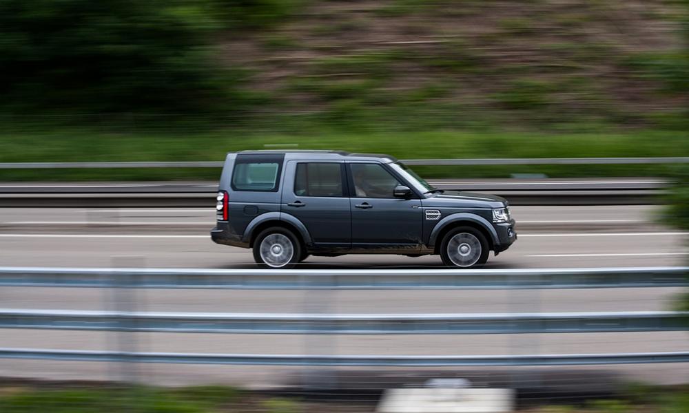 Limiter les grosses voitures à 90 km/h sur l'autoroute ? C'est la folle proposition des écologistes