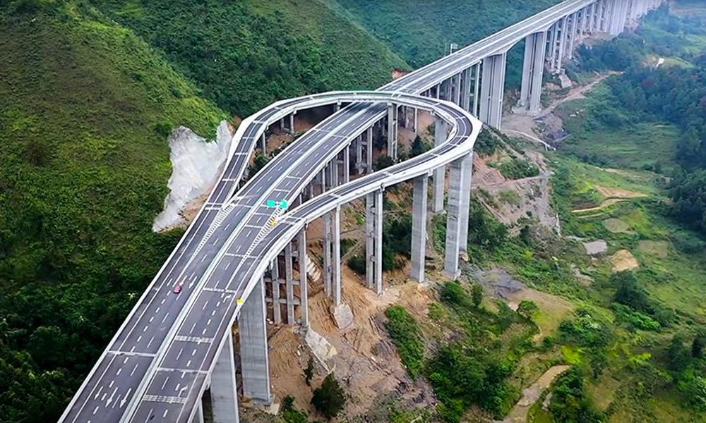 Vertigineux : cette bretelle d'autoroute sert uniquement... à faire demi-tour