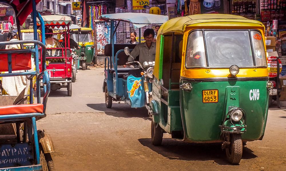 Covid-19 : un Indien transforme son tuk-tuk en ambulance pour sauver des vies